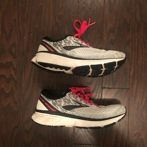 Brooks Ghost 11 running shoes. Size 7.5